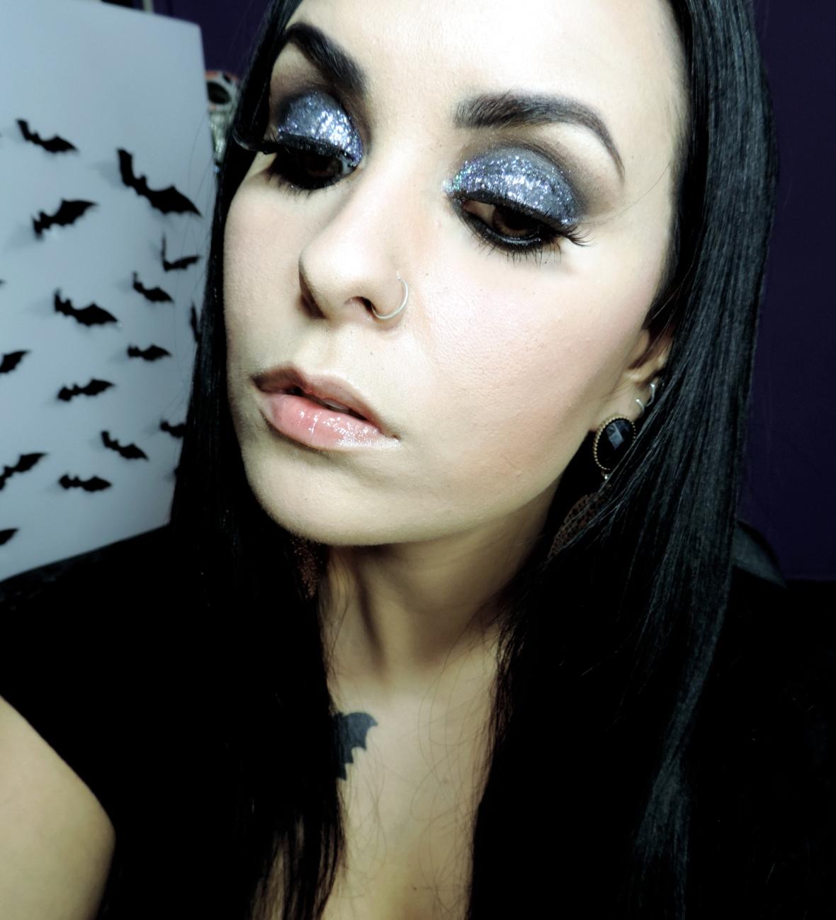 maquiagem vibrante, maquiagem de balada, maquiagem com glitter, olho esfumado, maquiagem de balada com glitter2